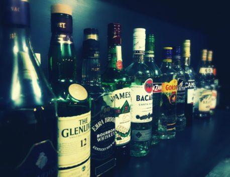 種類豊富なロングカクテル  ベースのお酒はロックや水割りでも!